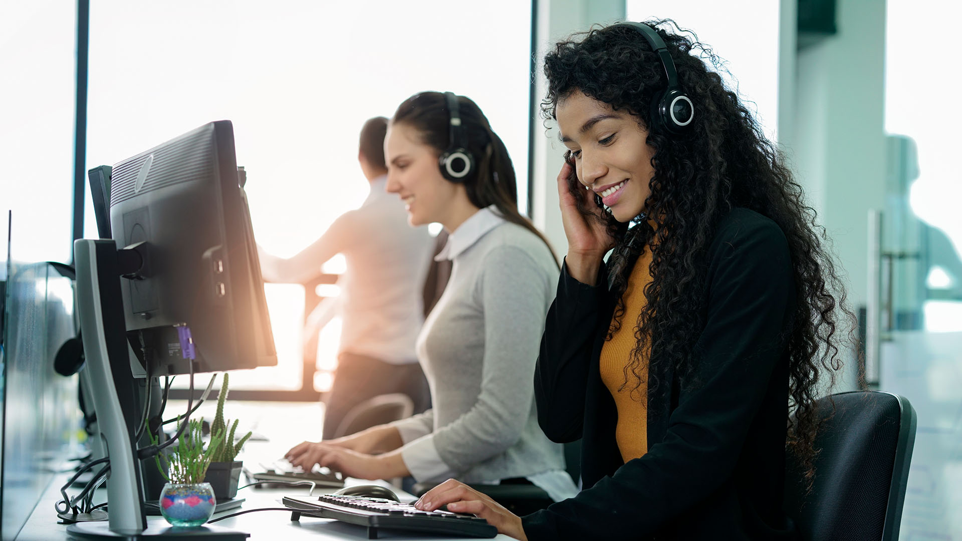 virtual receptionist answering a call for a business