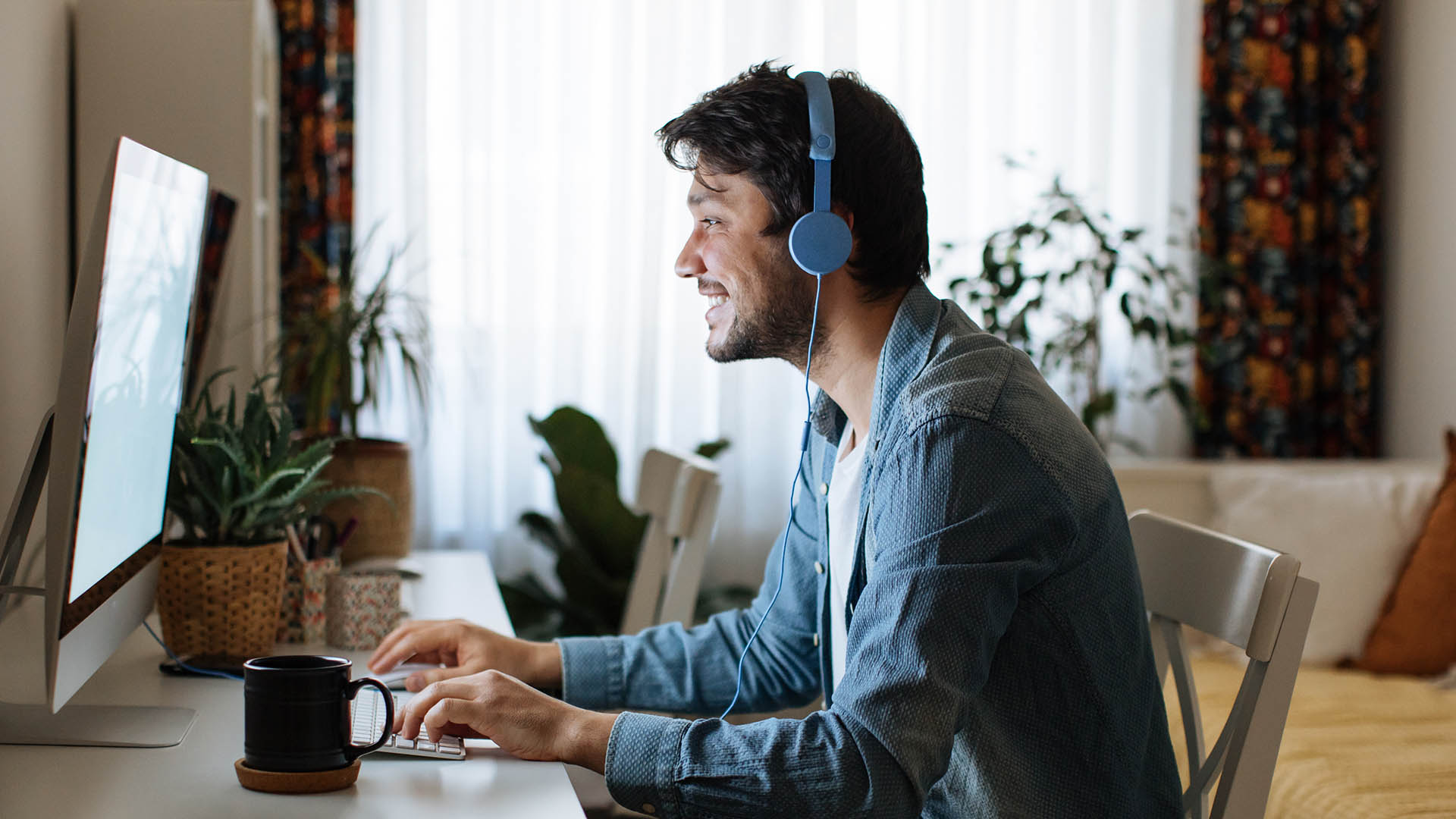 How Remote Workers Stay Connected with a Virtual Receptionist